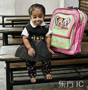 https://lucuaja.files.wordpress.com/2010/03/tiny_jyoti_the_smallest_girl_in_t_w_8.jpg?w=294
